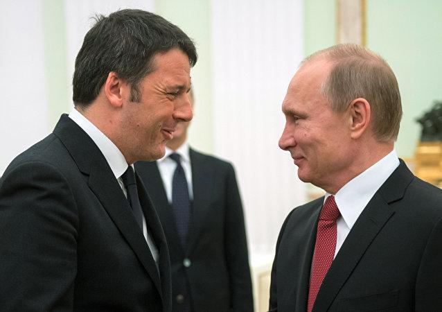 Renzi e Putin durante il loro incontro di marzo a Mosca
