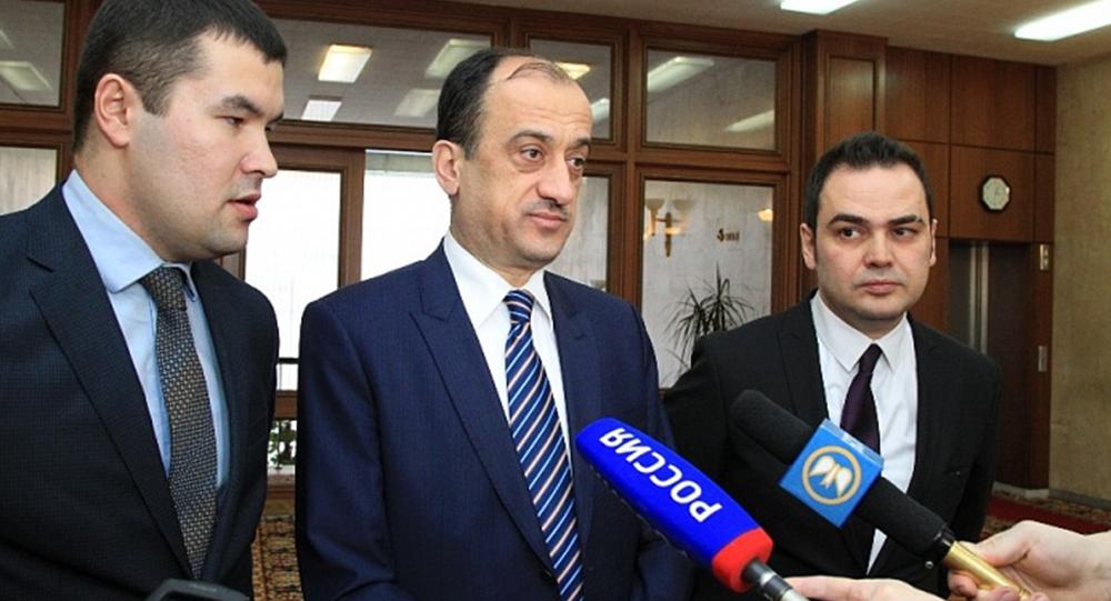 Ambasciatore della Turchia in Russia Ümit Yardım (al centro)