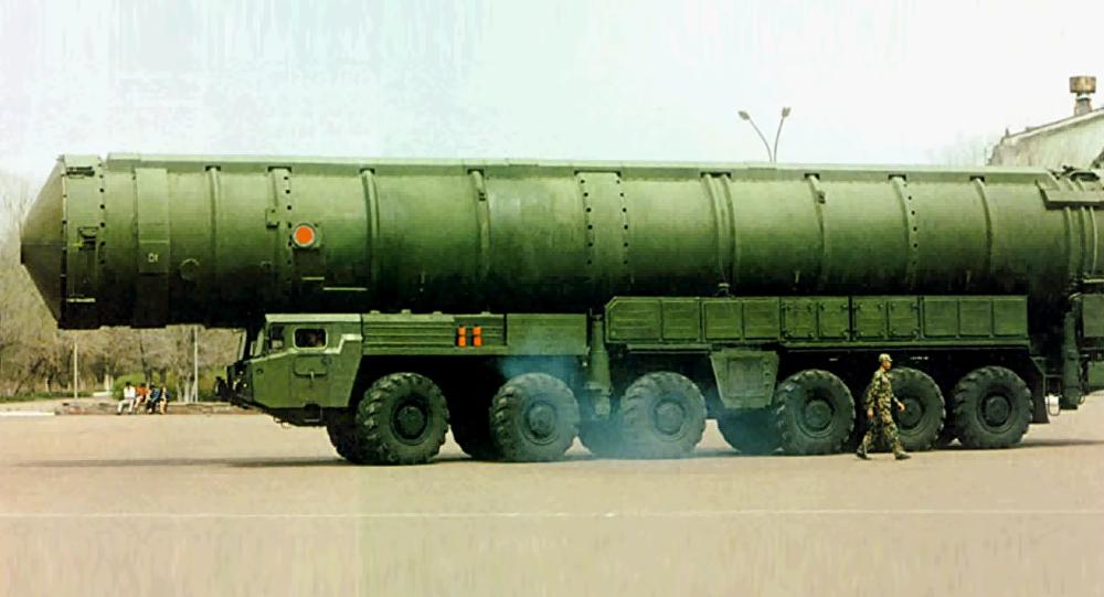 Missile balistico intercontinentale cinese DF-41 (foto d'archivio)