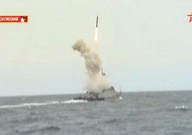 Flottiglia russa del Caspio si esercita con i missili Kalibr