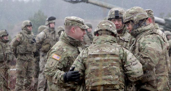 Soldati NATO durante le esercitazioni in Lettonia
