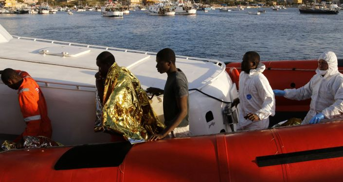 Ieri nel porto di Lampedusa sono sbarcati 357 migranti