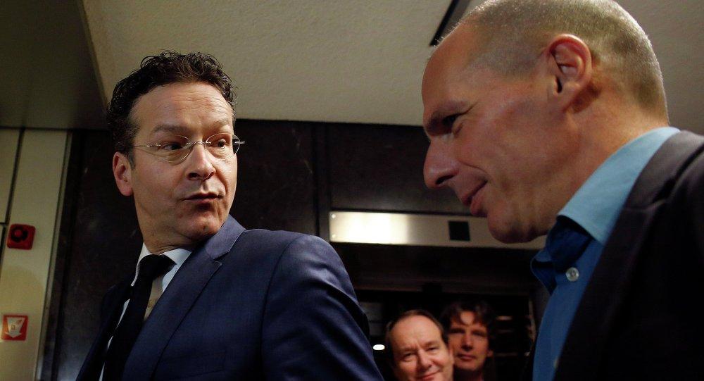 Il ministro di Finanze greco Yanis Varoufakis e il Presidente di Eurogruppo Jeroen Dijsselbloem