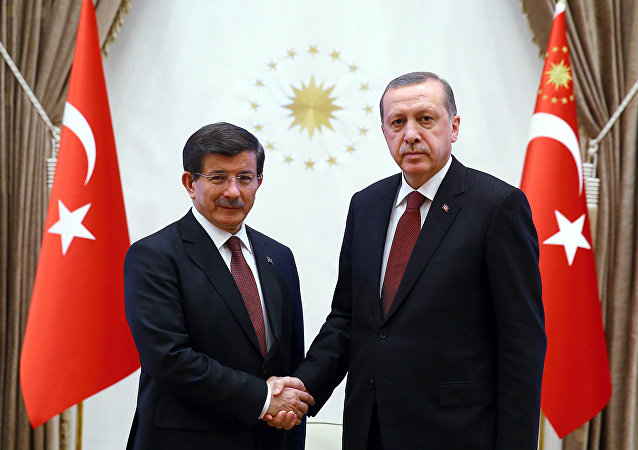 Presidente Erdogan e premier Davutoglu (foto d'archivio)