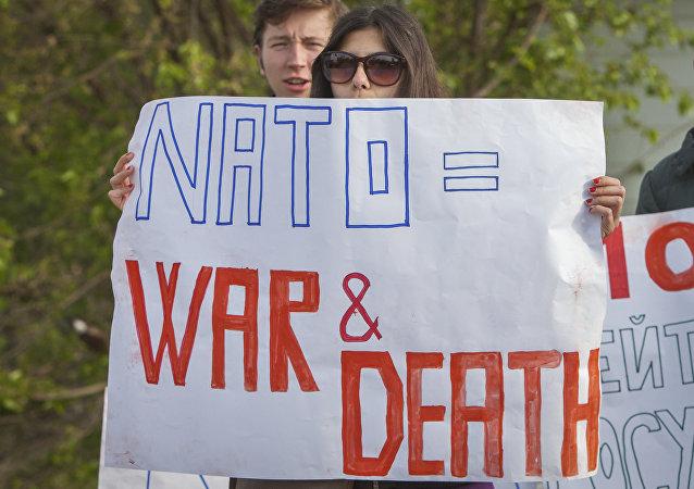 Manifestanti anti-NATO e anti-USA in Moldavia (foto d'archivio)