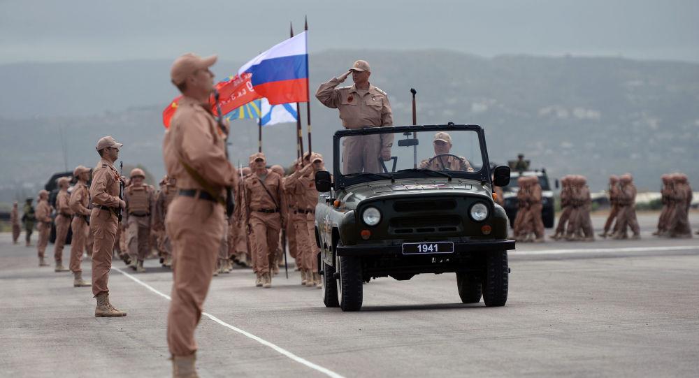 Militari russi nella base di Hmeymim (foto d'archivio)