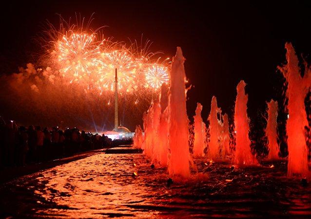 I fuochi d'artificio del 9 maggio sulla collina Poklonnaya