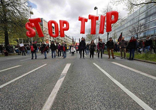 Manifestazione contro l'accordo di scambio TTIP