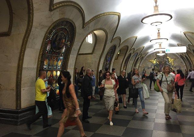 Alla stazione Novoslobodskaja della metro di Mosca