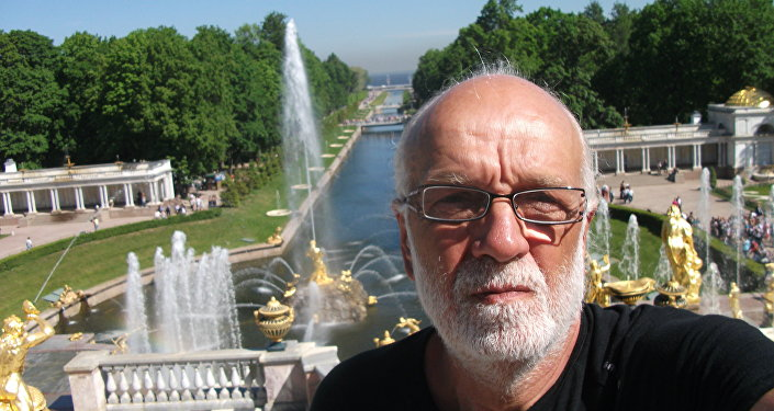 Pier Luigi Delvigo a Peterhof nei pressi di San Pietroburgo