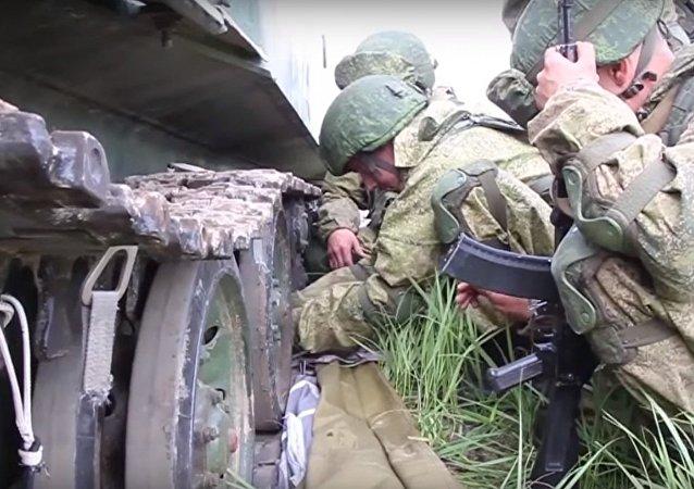 Esercitazioni tattiche delle truppe aviotrasportate russe