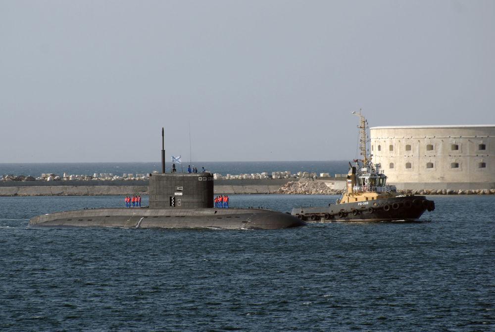 Il sommergibile Novorossiysk nel porto di Sebastopoli