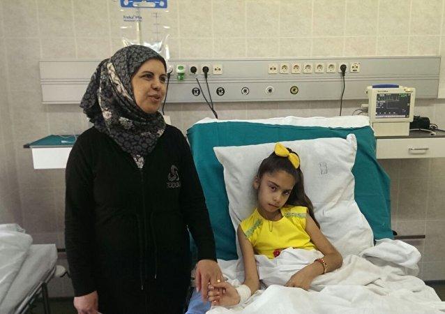 Sidra Zaarour, originaria di Aleppo, ha perso le gambe a seguito di un bombardamento da parte dei terroristi