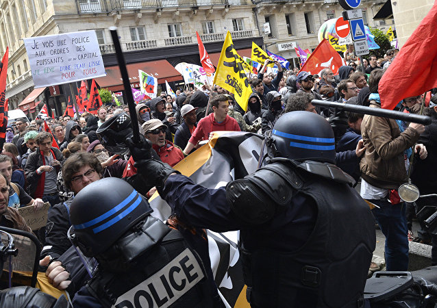 Proteste contro la nuova legge lavoro in Francia