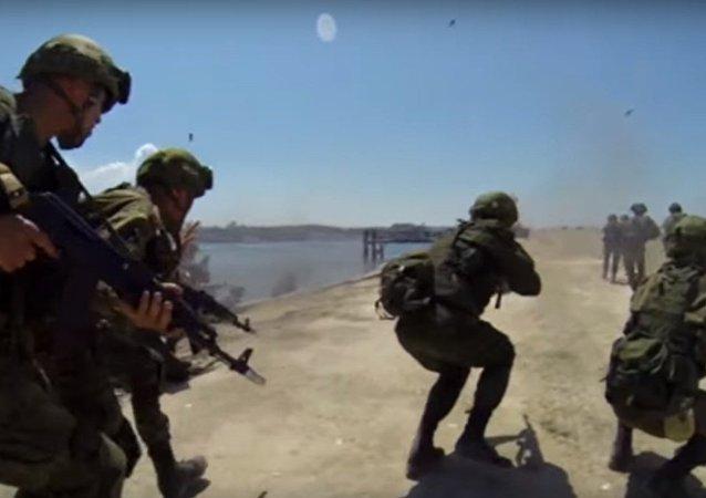 La fanteria di marina conquista le coste della Crimea