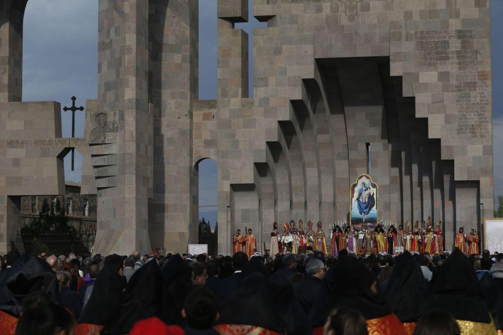 Messa a Echmiadzin, nel centro religioso della Chiesa apostolico armena vicino a Erevan