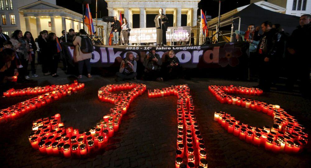 Berlino, candele che riportano all'anno 1915, in memoria delle vittime del genocidio armeno