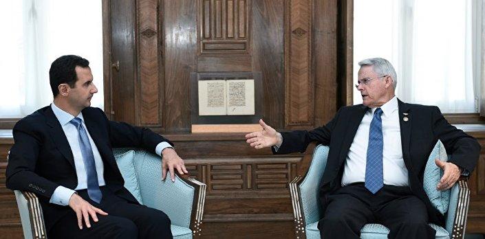 Il senatore della Virginia Richard Black e il presidente siriano Bashar al-Assad