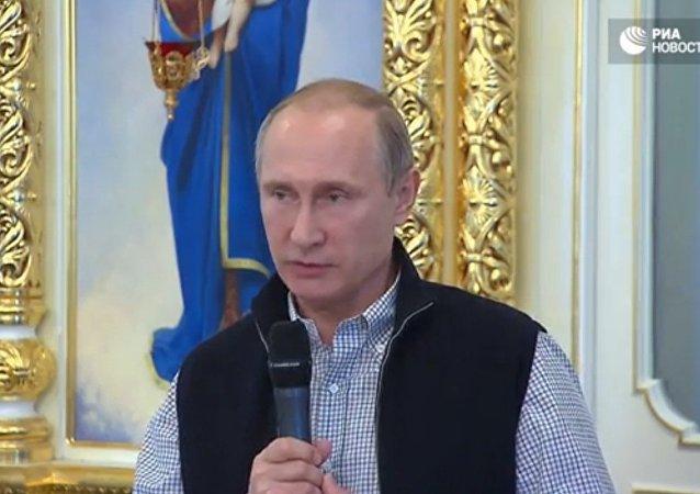 Putin esorta a pregare per i piloti uccisi in Siria