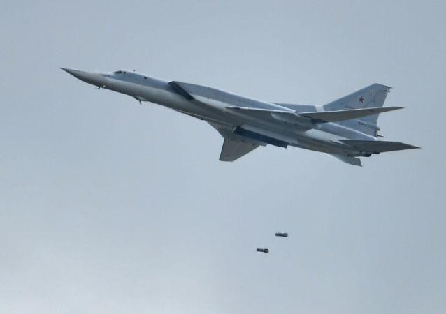 Bombardiere strategico russo Tu-22 (foto d'archivio)