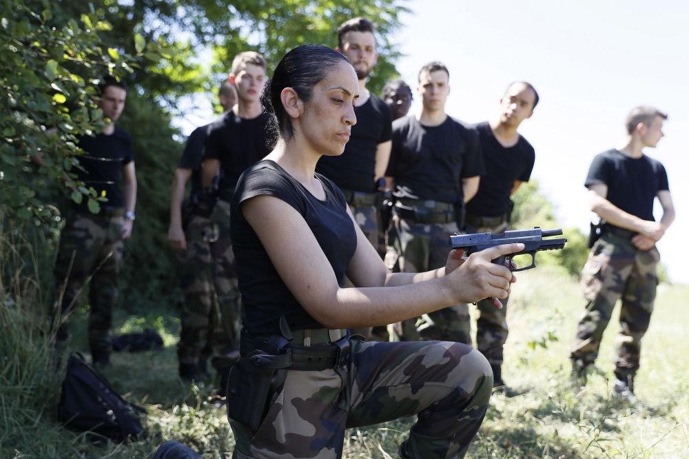 L'addestramento dei riservisti francesi.