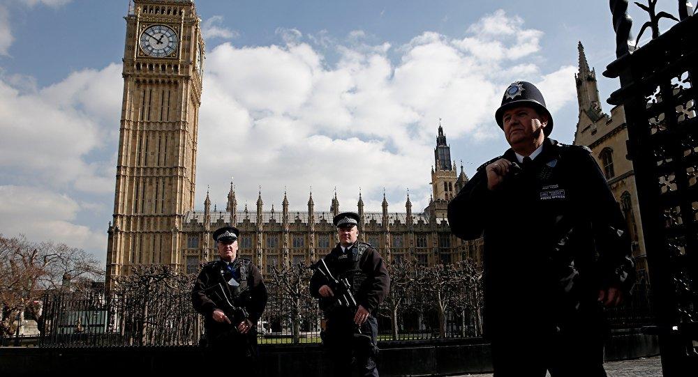 Londra, due sparatorie in una notte: morta una 17enne, grave 16enne