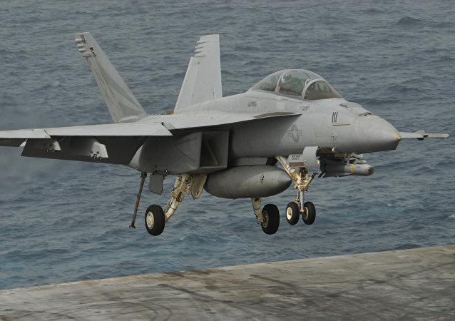 Cacciabombardiere F/A-18C Hornet della Marina USA (foto d'archivio)