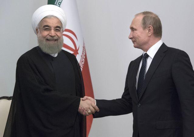 Presidenti di Iran e Russia (Rouhani e Putin) a Baku