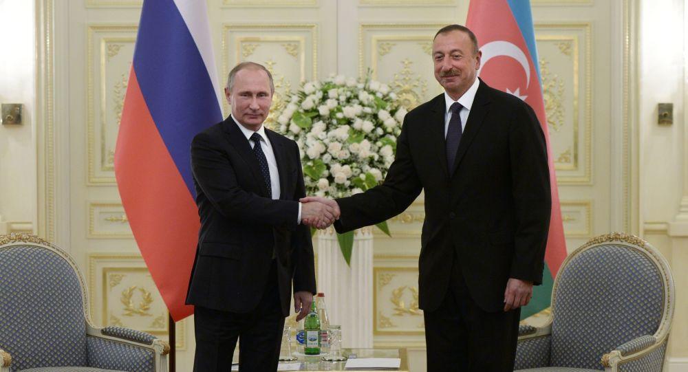 Vladimir Putin e Ilham Aliyev