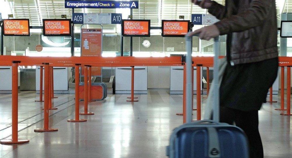Un passeggero all'aeroporto di Nizza