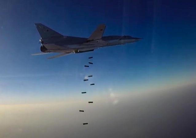Bombardiere russo Tu-22М3 durante raid in Siria