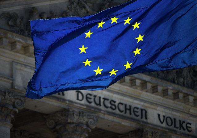 Bandiera UE sullo sfondo del Reichstag