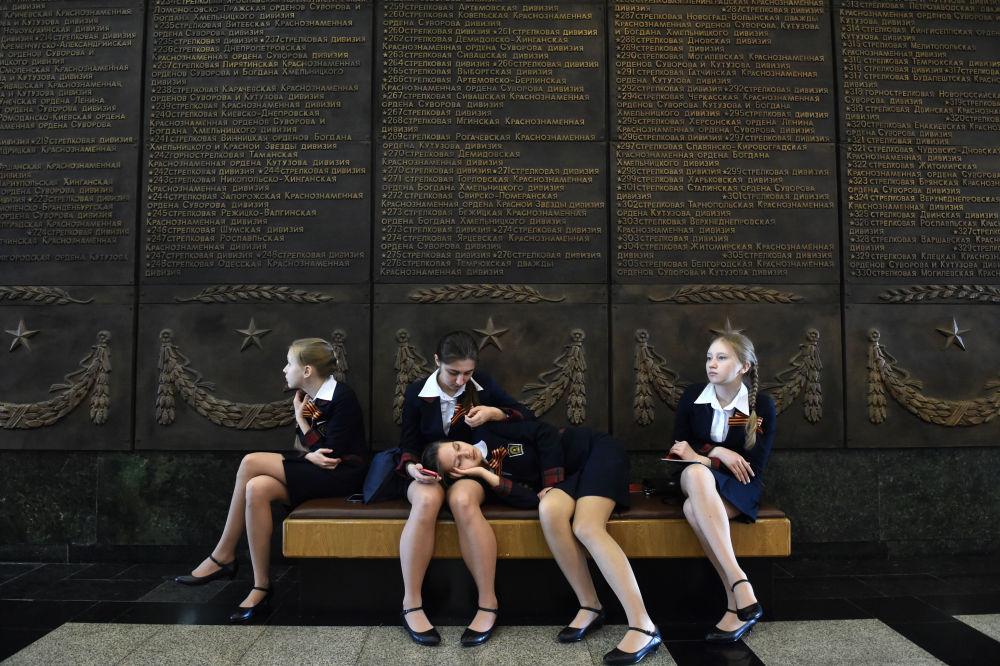 Studentesse al Museo della Grande Guerra Patriottica a Mosca.