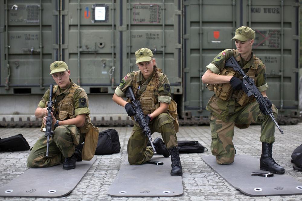 Le prime donne reclute dell'esercito della Norvegia.