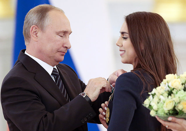 Putin premia l'atleta russa Margarita Mamun