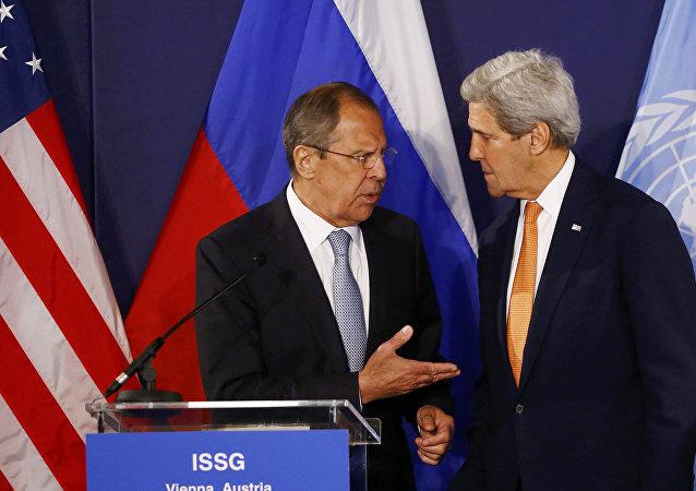 Sergei Lavrov e John Kerry
