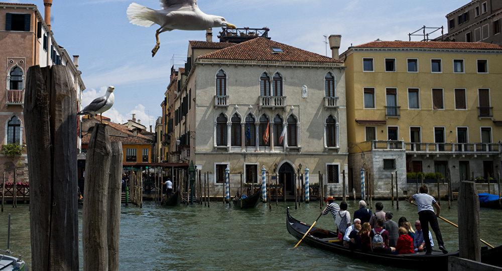 Terremoto, la Mostra del Cinema di Venezia annulla la cena di gala