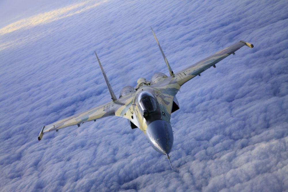 Caccia Su-35.