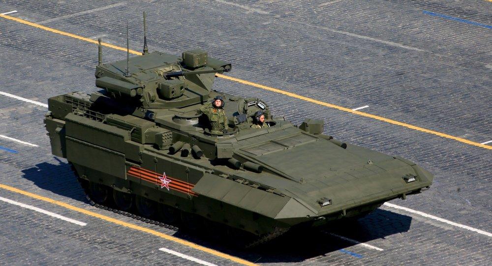 Blindato T-15 durante parata militare del 9 maggio a Mosca
