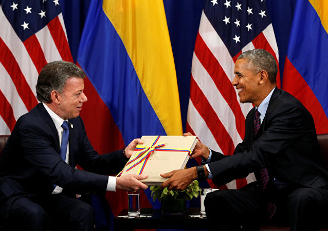 U.S. President Barack Obama receives a copy of the Colombian peace agreement during his meeting with Colombian President Juan Manual Santos in New York September 21, 2016
