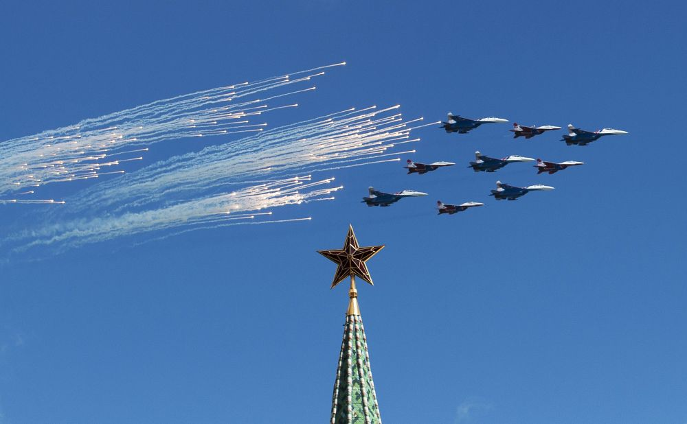 Prove dello spettacolo delle pattuglie acrobatiche delle forze armate russe in vista della parata del 9 Maggio.