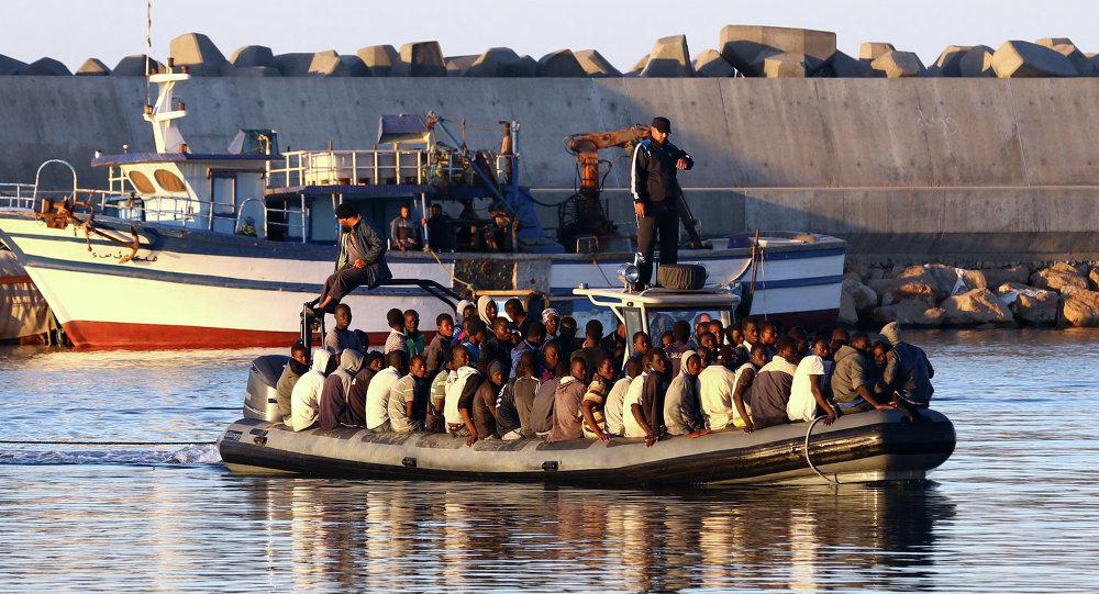 Naufragio al largo della Libia: almeno 100 dispersi