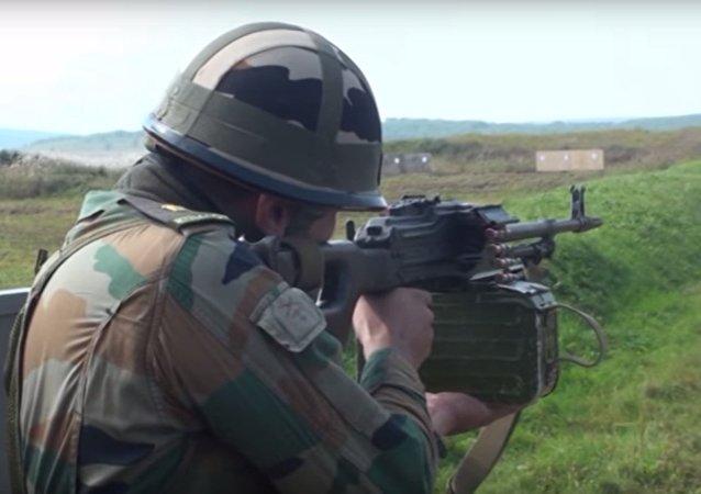 Militari indiani provano armamenti russi
