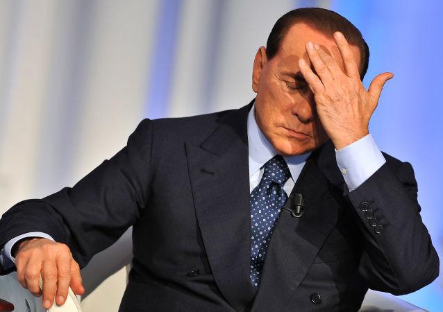 Silvio Berlusconi risponde alle accuse durante una puntata di Porta a Porta.