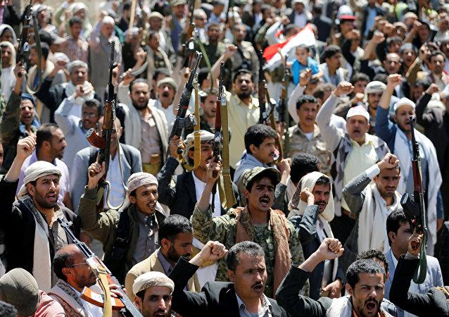 Manifestanti presso gli uffici dell'ONU in Yemen