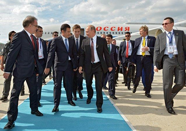 Vladimir Putin in visita ad Istanbul