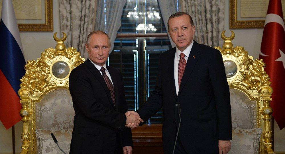 Vladimir Putin e Recep Tayyip Erdogan s'incontrano a Istanbul.