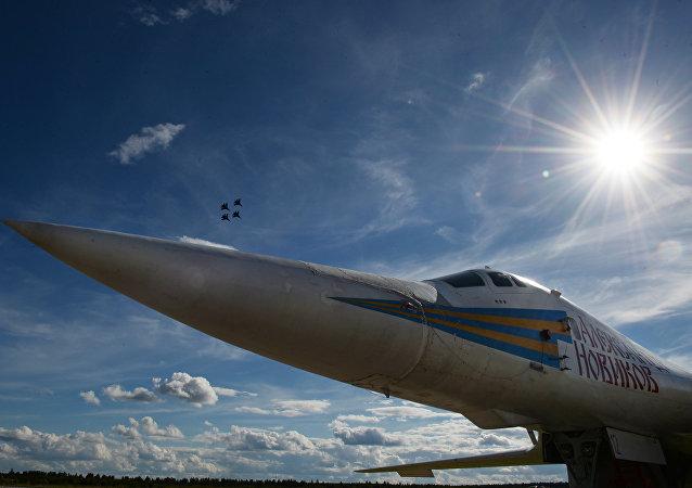 Bombardiere Tu-160 (foto d'archivio)