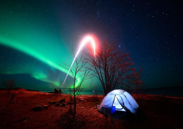 L'aurora sopra il Mar Bianco nelle vicinanze del villaggio di Rabocheostrovsk.