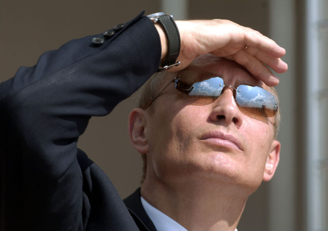 Putin con gli occhiali